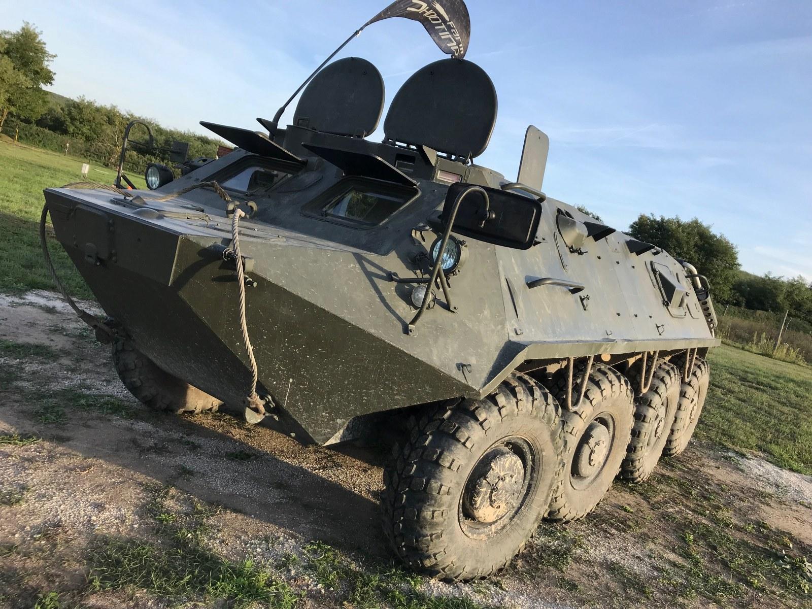 Harckocsizás nyolckerekűcsapatszállító járművel